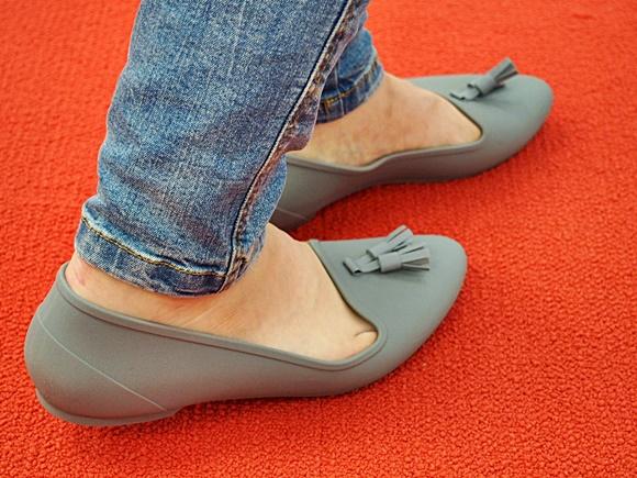 crocs-eve-flat-shoes-4